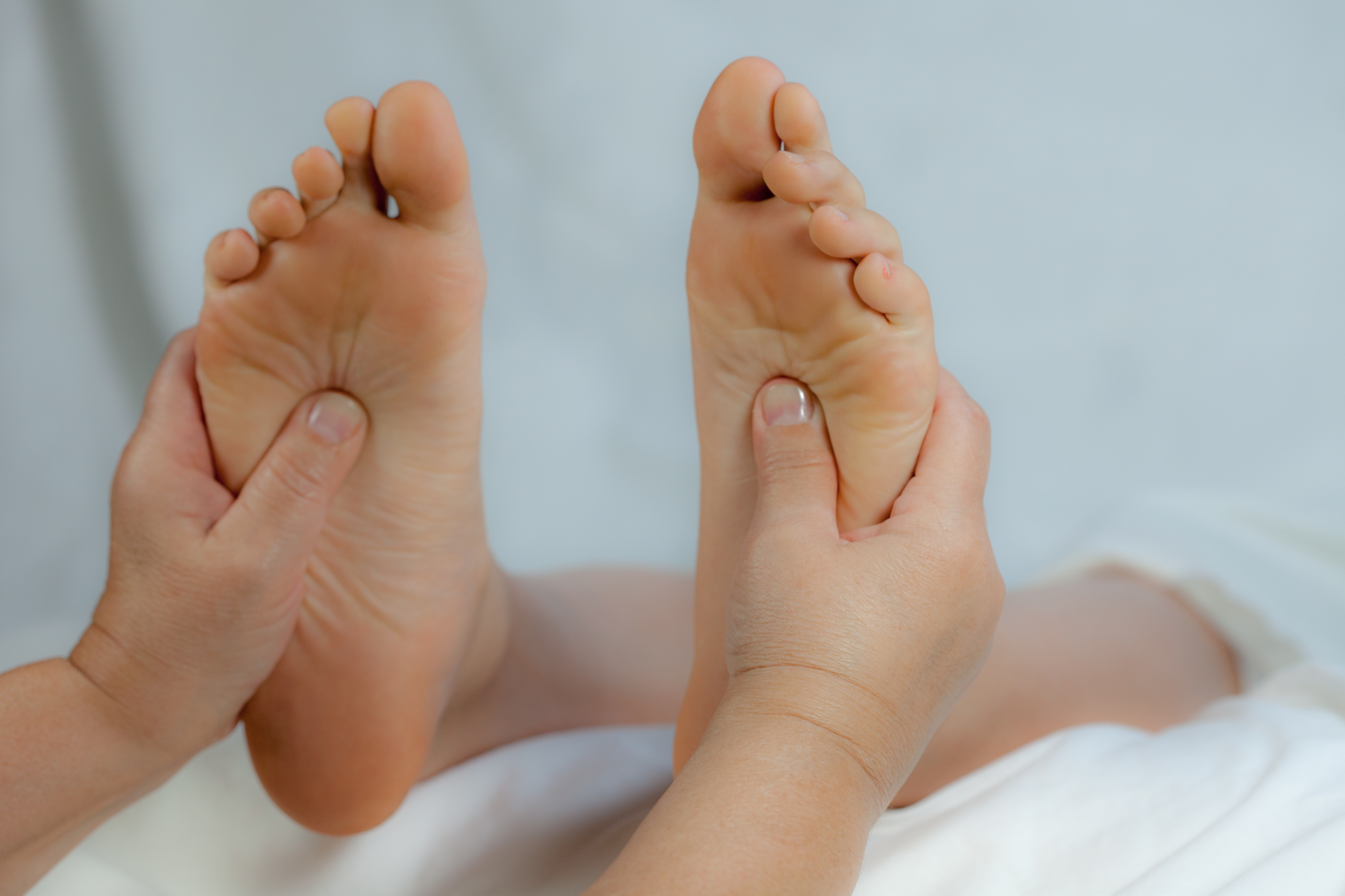 How to massage feet: 12 techniques for relaxation and pain ... |Foot Massage
